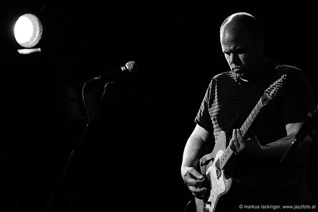 David Grubbs: guitar, vocals;