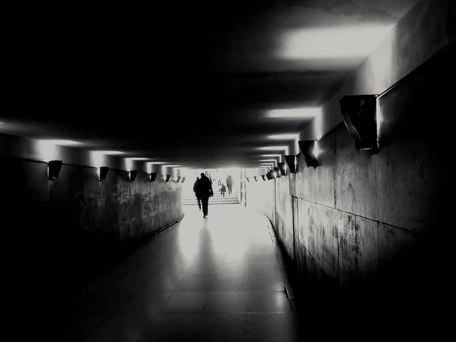 Il y a une fissure dans tout voilà comment la lumière pénètre.there is a crack in everything that 's how the light get in...Leonard Cohen