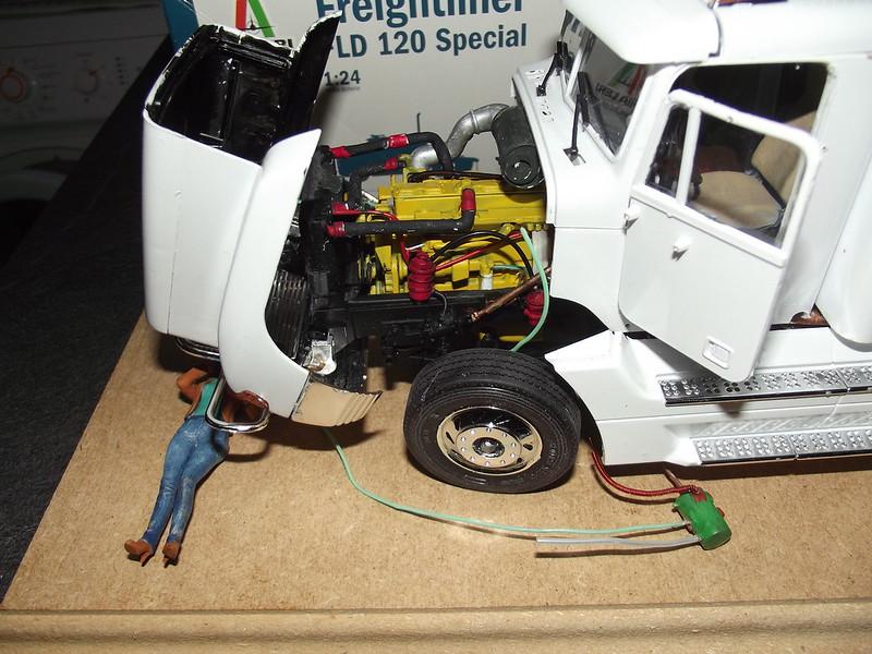 freightliner fld 120 spécial 1/24 italeri figurine MB 49500039468_196b126364_c