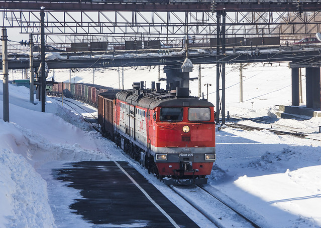 2TE10M-3577 diesel locomotive with freight train