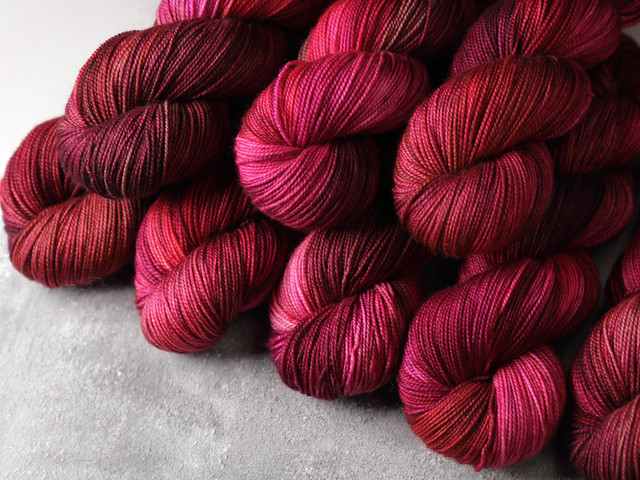 Favourite Sock – hand-dyed superwash merino wool yarn 4 ply/fingering 100g – 'Begonia'