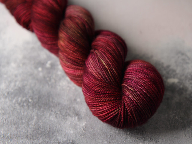 Favourite Sock – hand-dyed pure merino superwash wool 4 ply / fingering weight yarn 100g – 'Red Onion'