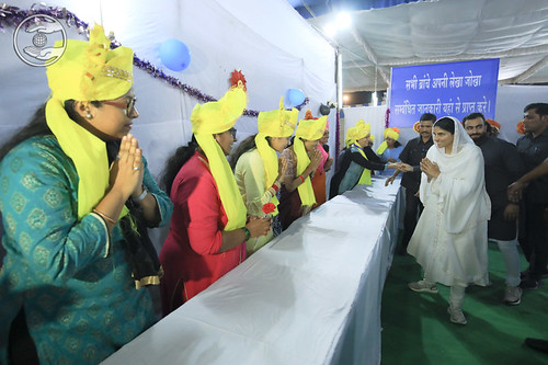 HH blessed the devotees of Accounts