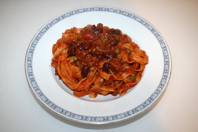 03 - Tagliatelle with mincemeat tomato sauce / Tagliatelle mit Hackfleisch-Tomatensauce - Serviert