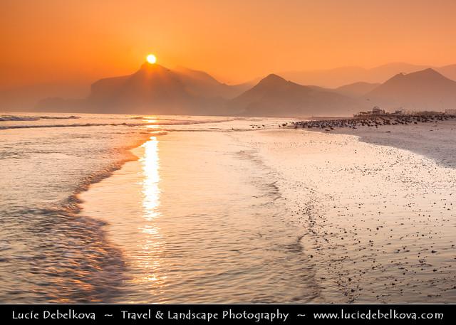 Oman - Dhofar Province - Al-Mughsayl Beach - Al Maghseel at Sunset