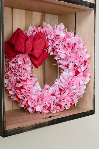 Valentines-Fabric-Wreath-13