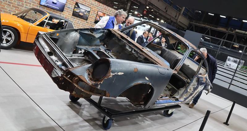 Porsche 911 caisse en restauration par les ateliers du centr 49504254308_5460b5dd06_c