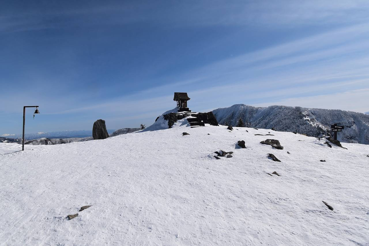 冬の根子岳山頂