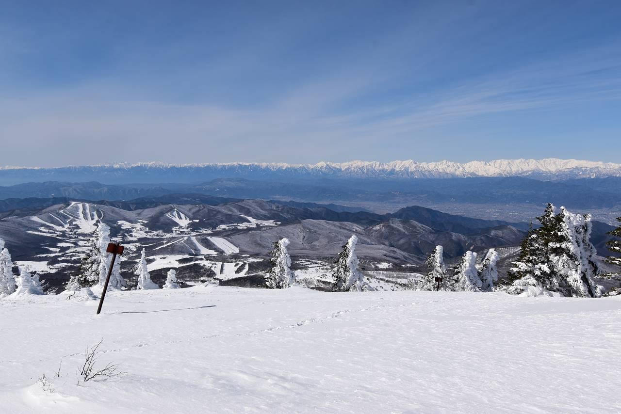根子岳山頂から眺める北アルプス
