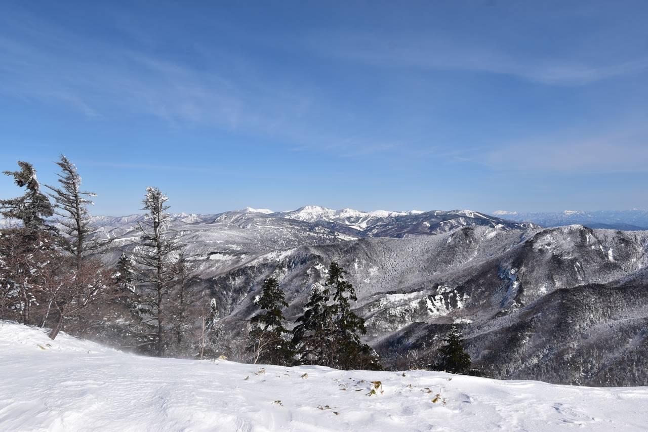 根子岳山頂から眺める志賀高原・草津方面の展望
