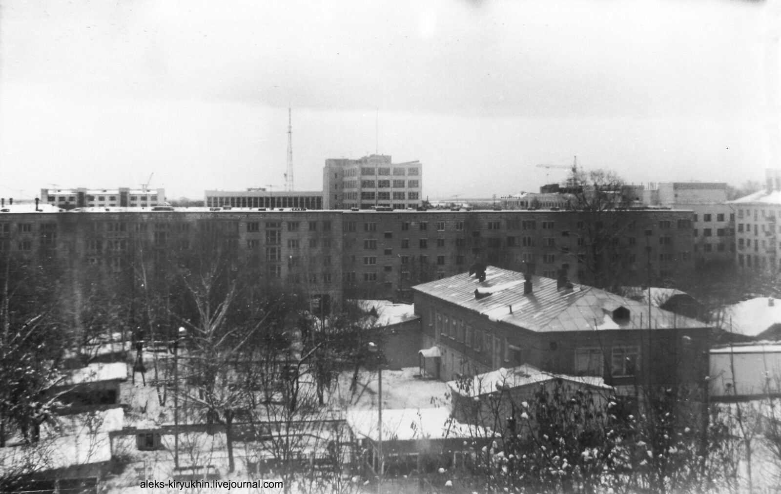 01 1993_10 Вид на восток с 5 этажа дома по Октябрьскому пропекту, 86