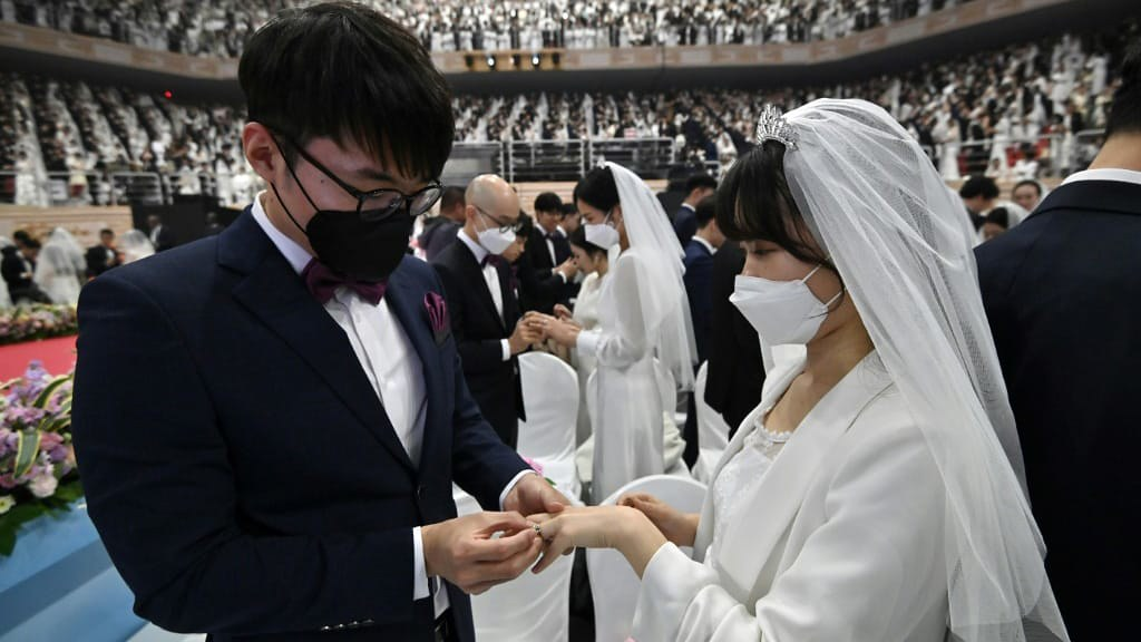 30,000 Turnout for South Korea Mass Wedding Despite Coronavirus
