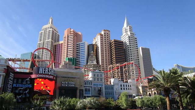 Nevada - Las Vegas: NEW YORK - NEW YORK => roller coaster and Manhattan skyline, a great view