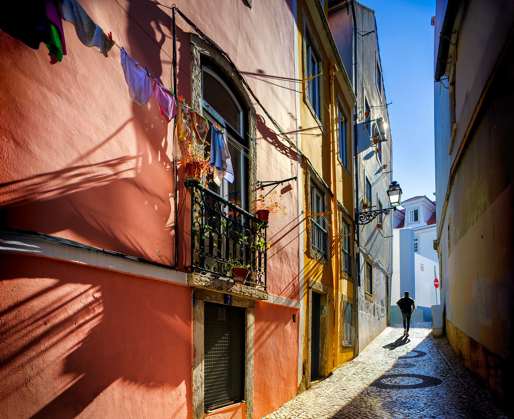 Lisbon's living shadows (III)