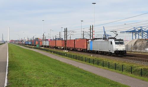2018-11-09_8358 KombiRail Europe 186 289 (Railpool) Waalhaven Rotterdam