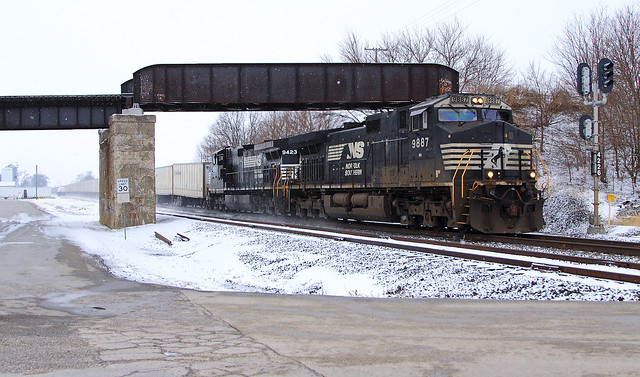 NS 256 eastbound at Curran
