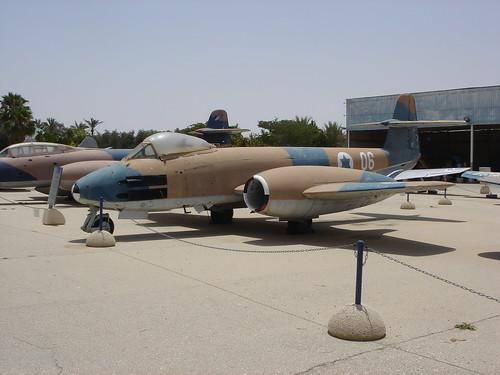 Gloster Meteor F.8 06NIDF LLHB 26062008 2