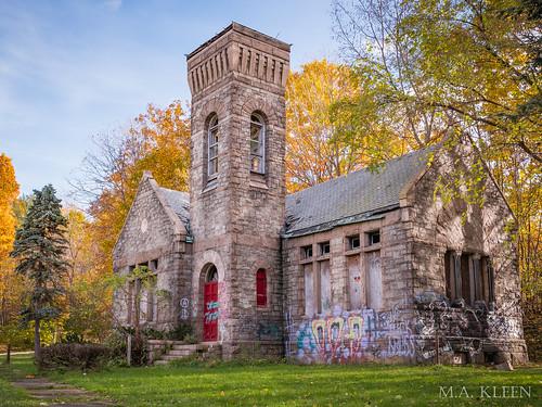 Oakwood Cemetery Gatekeeper's Office (abandoned)