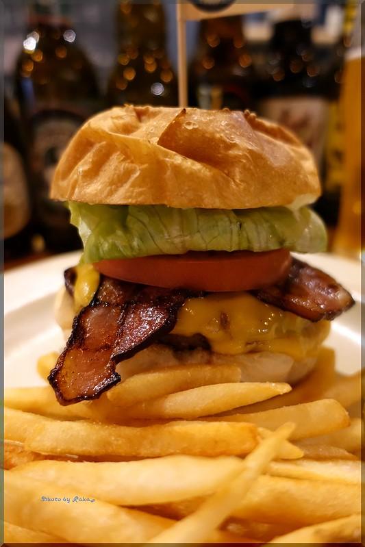 Photo:2019-01-09_ハンバーガーログブック_昭和の外装モダンな内装【大森】CHANgES Burger_02 By:Taka Logbook
