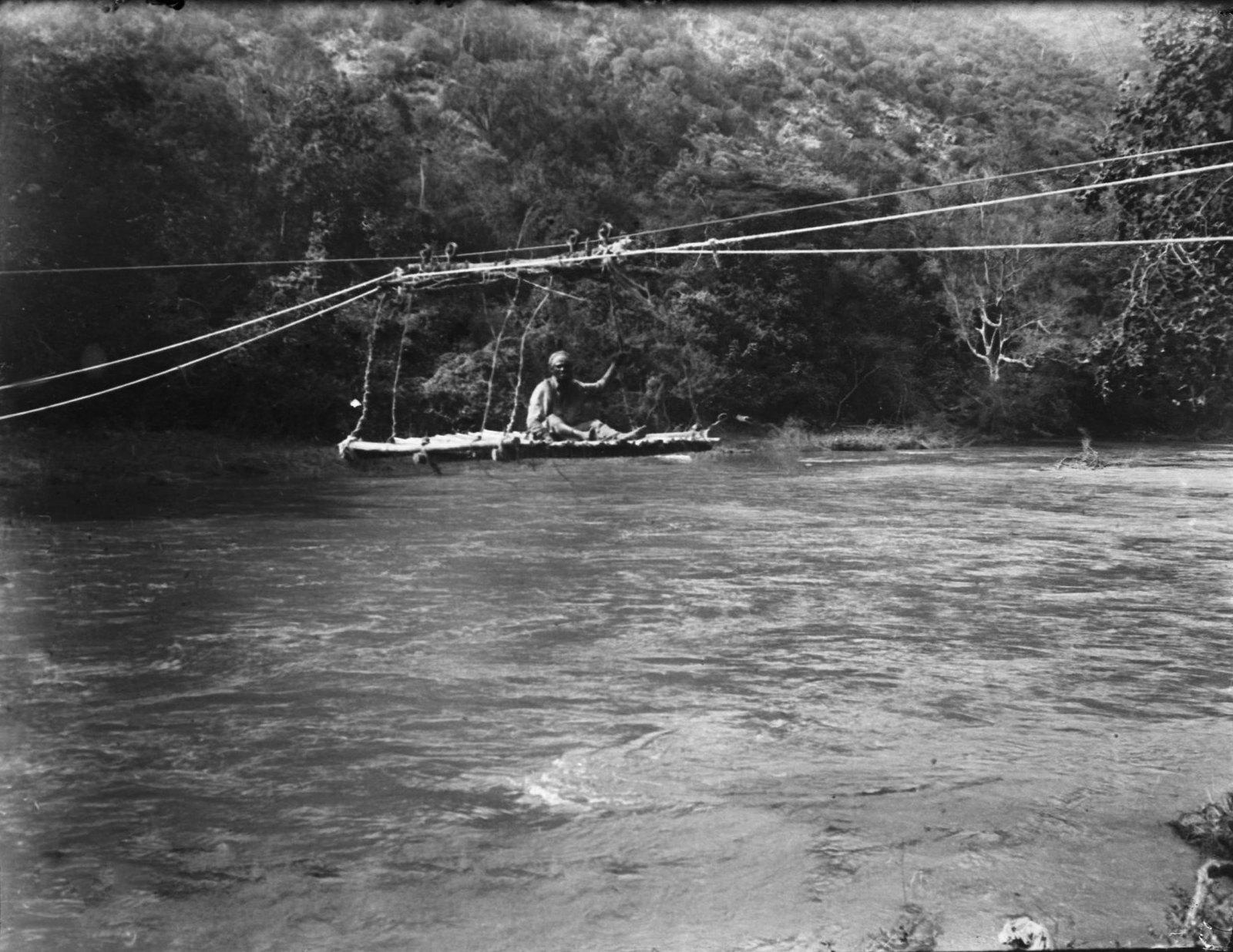 217.  Мост (платформа) над рекой