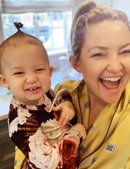 Kate Hudson Shows Baby's Pre-Oscar Lewk