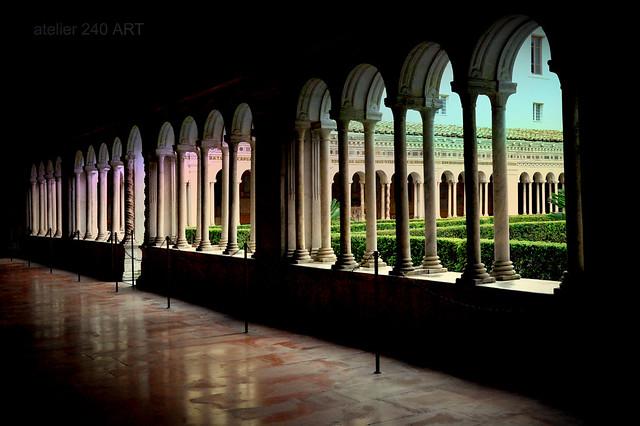 Il chiostro dell'abbazia benedettina di San Paolo fuori le Mura-Roma
