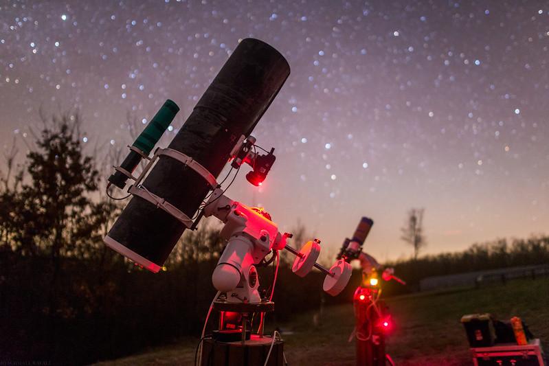 A képhez használt asztrofotós rendszer: SkyWatcher Quattro 200/800, Mechanika: SW EQ6 - GOTO, Képrögzítő eszköz: Canon EOS6D(átalakított és normál), Vezetőegység: Lacerta M-Gen autoguider, Korrektorlencse: SW f4