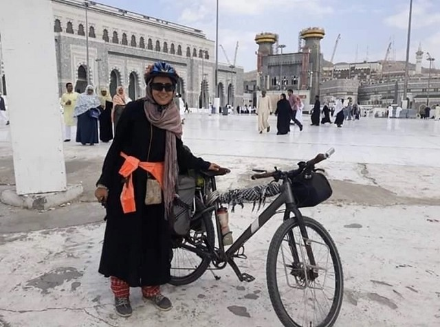 5519 Sara Haba, the first female pilgrim to reach Makkah on a bicycle (2)