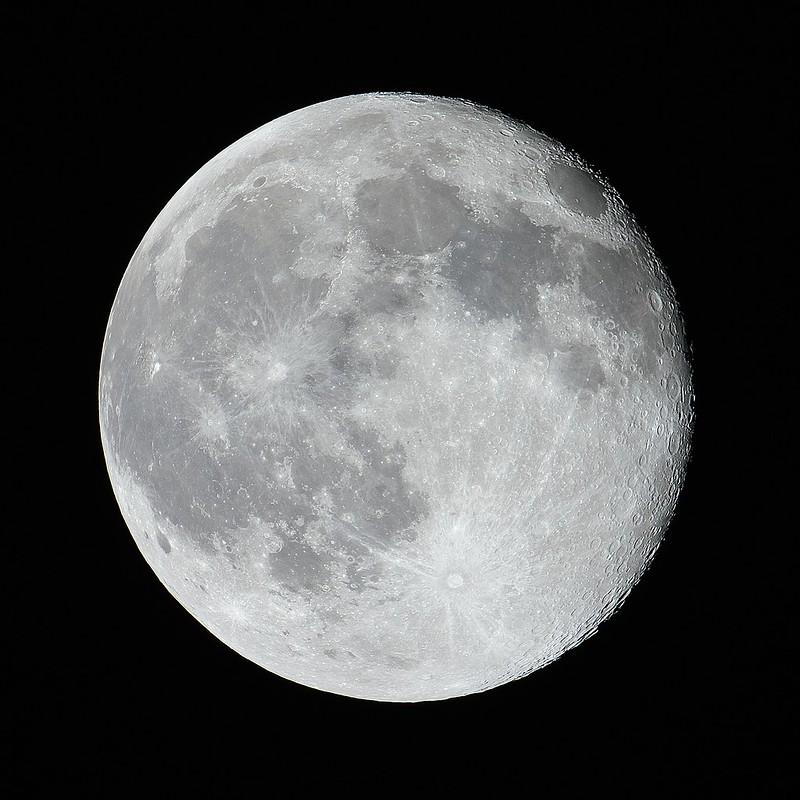 月齢16.7 (2020/2/11 00:09)