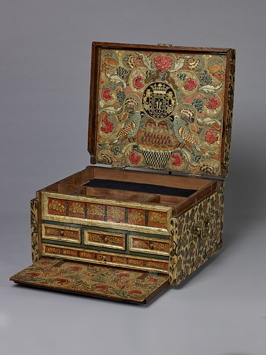 Colombian, Portable Writing Desk, c. 1684, barniz lacquer on wood, the Hispanic Society of America. From Houston says Olé to new Spanish exhibition from Hispanic Society.