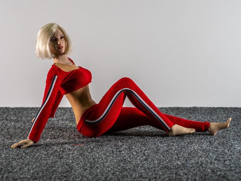 Phicen Female Posing Guide 49517619162_e3f402f26b_b
