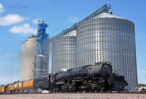 trains railroads unionpacific up locomotive steam bigboy 4884 4014 glidden iowa