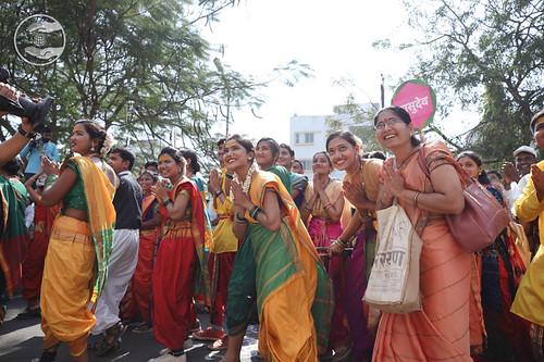 Devotees enjoying holy Darshan