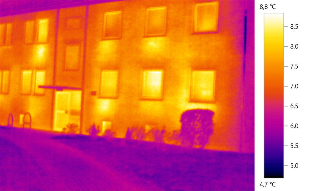 Wärmebildaufnahme eines Wohngebäudes