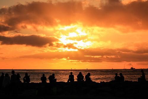hawaii oahu fierysunset silhouette dramatic cinematic people romantic goldenhour backlight