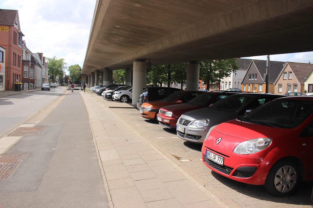 P+R-Fläche unter der Stadtbrücke