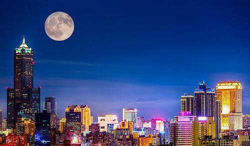Kaohsiung_city_Skyline_at_night