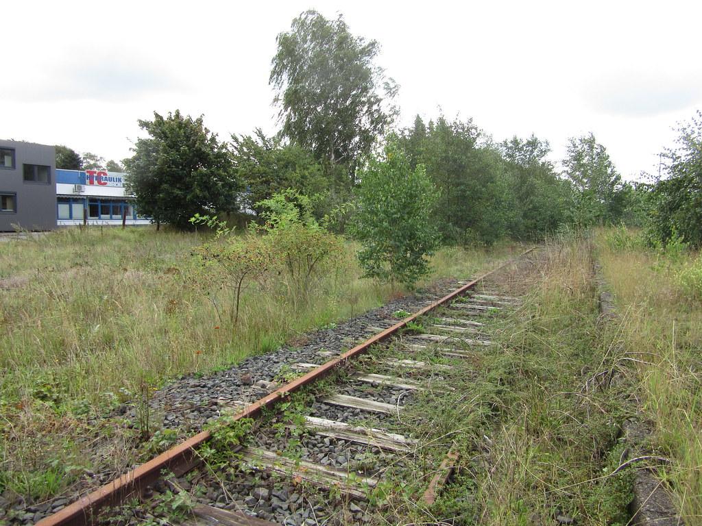 Brachfläche entlang der Bahn