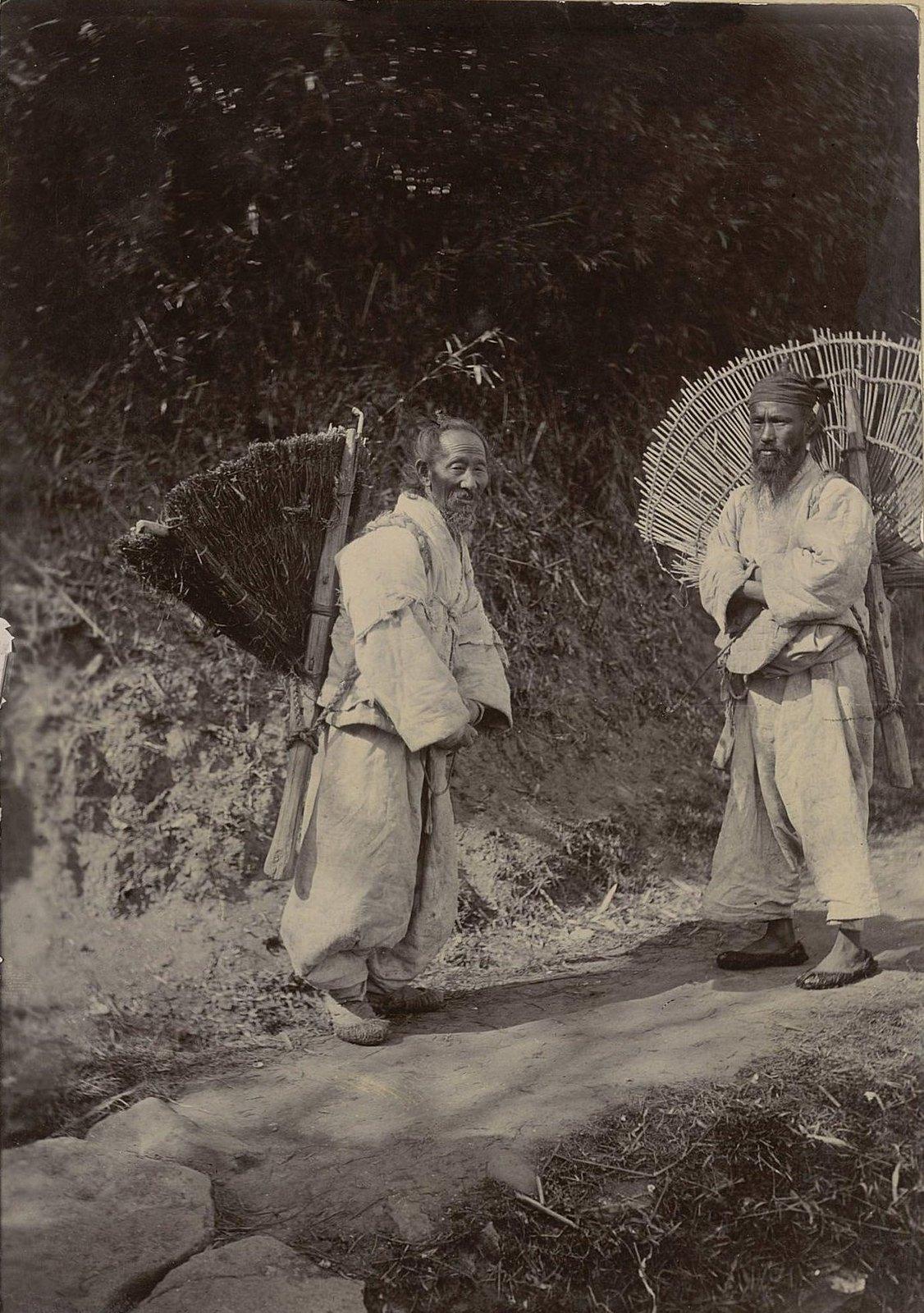 16. Два пожилых японца
