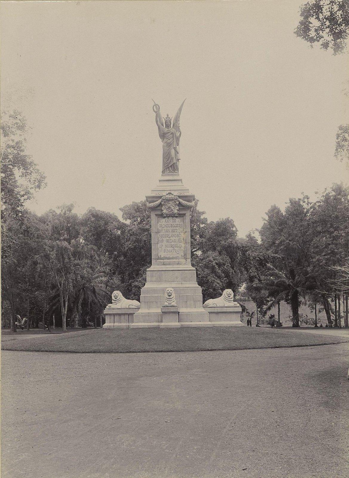06.Индонезия. Батавия. Памятник в память установления голландского владычества на Северной Суматре