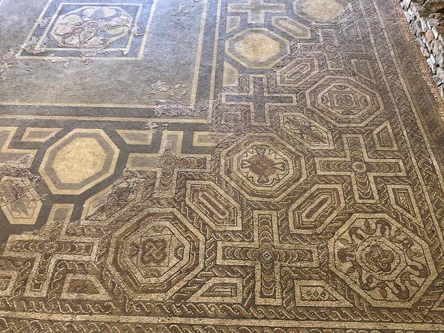 Mosaicos romanos en la villa romana de Veranes (Gijón)