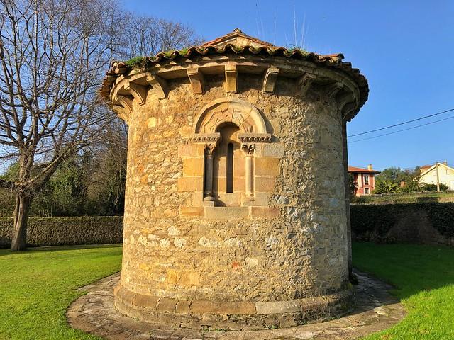 Iglesia de San Miguel de Dueñas en el concejo de Gijón