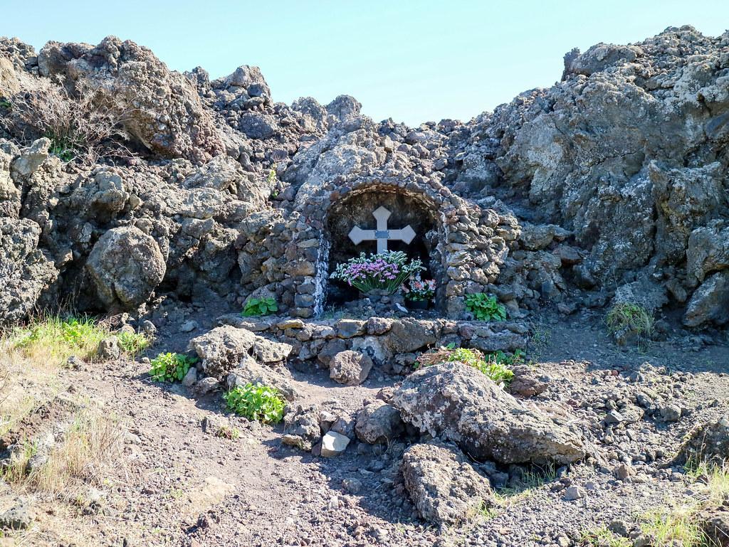 Cruz situada al final de la colada del Chinyero