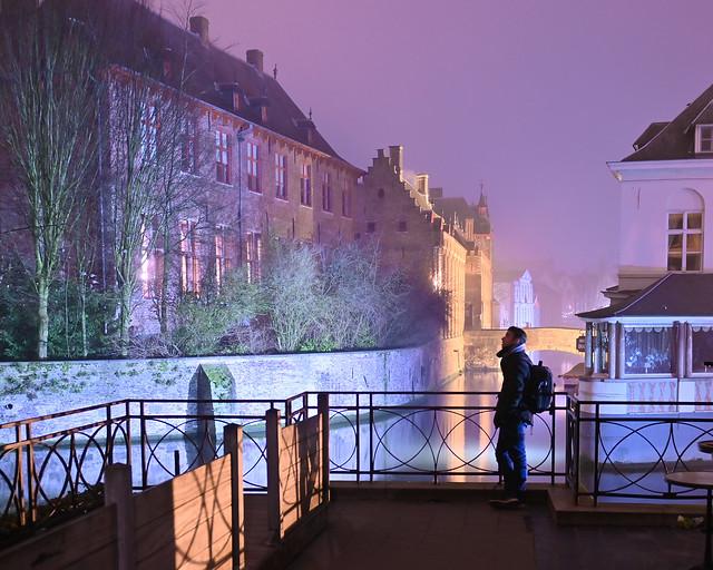 Los canales iluminados, una de las cosas que ver en Brujas