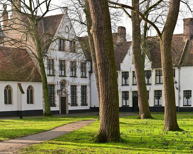Begijnhof, un imprescindible que visitar en Brujas