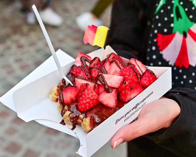 Gofre con chocolate y fresas en Brujas