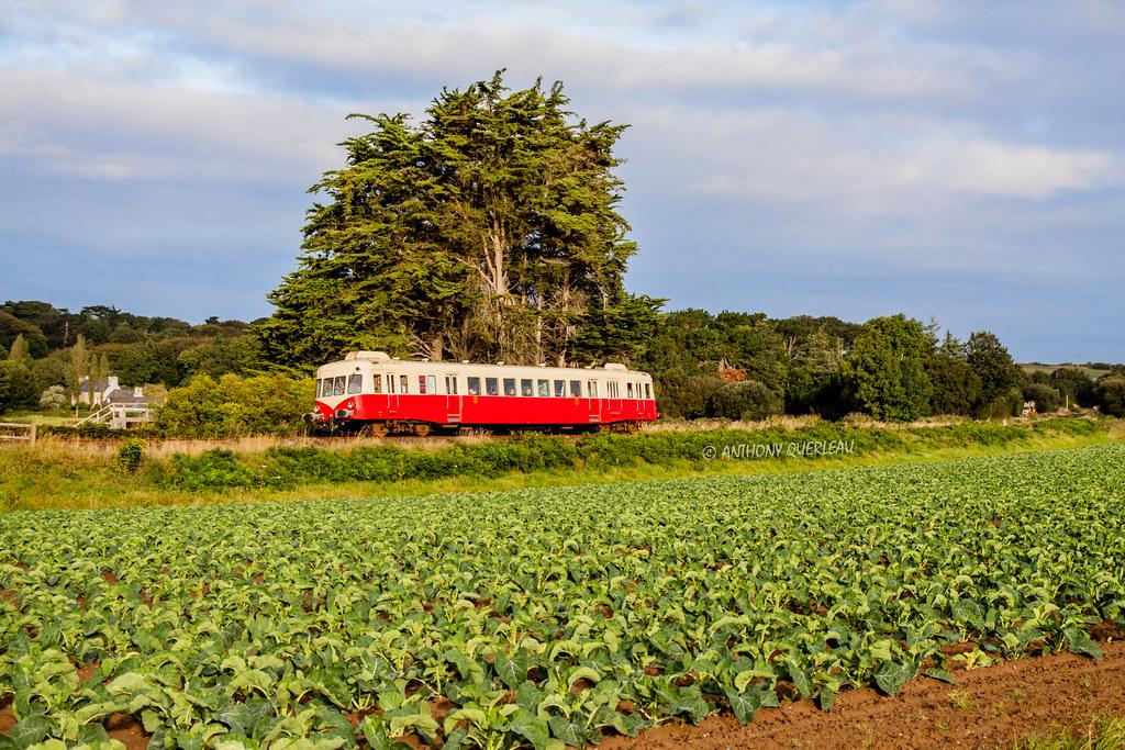 28 septembre 2012  x 2403  Train 21044 Roscoff -> Morlaix  Saint-Pol-de-Léon (29)