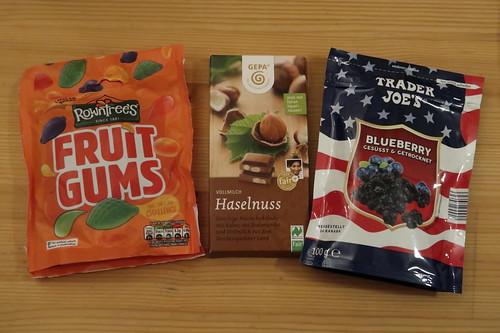 Rowntree's Fruit Gums, Haselnuss-Schokolade von GEPA und von Trader Joe's Blaubeeren