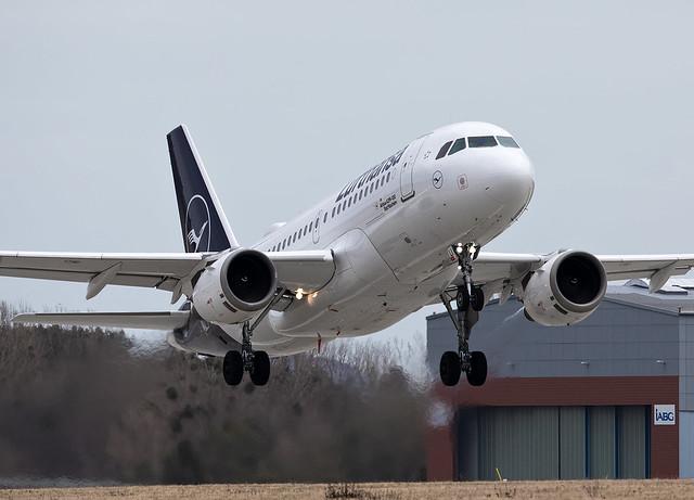 Lufthansa Airbus A319-114