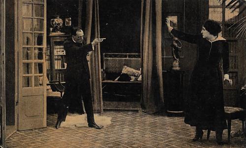 Hesperia and Emilo Ghione in Il potere sovrano (1916)